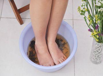 Bà bầu ngâm chân với muối Sinh Dược - Phương pháp mới giúp các mẹ giảm phù nề, chống tê lạnh, thư giãn chân tay